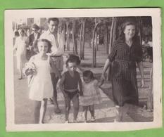 Belle Photographie Originale Famille En Promenade à Saint Jean De Luz - Lieux
