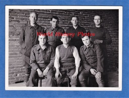 Photo Ancienne - STALAG à Situer - Portrait De Soldat Dont Un Du 401e Régiment à Identifier - WW2 POW Soldier - Guerre, Militaire
