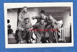 Photo Ancienne Snapshot - Sur Un Bateau - Portrait De Soldat Du 18e Régiment à Identifier - 1932 - Uniforme Garçon Boy - Guerre, Militaire