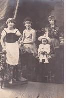 SANS DESCRIPTION. GROUPE DE GENS AVEC DEGUISEMENT. VOYAGEE 1924 - BLEUP - Photographie
