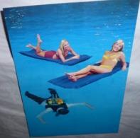 Carte Postale - Vodka Source (2 Femmes En Maillot De Bain Dans Une Piscine) (boisson - Alcool) - Publicité