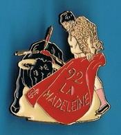 PIN'S //   ** FÊTE DE LA MADELEINE '92 / MONT DE MARSAN ** - Bullfight - Corrida