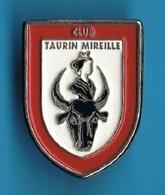 PIN'S //  ** CLUB TAURIN / MIREILLE ** - Bullfight - Corrida