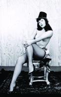 Bettie Page PHOTO POSTCARD FILMSTARS - Mujeres Famosas