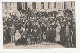 FOUGERES EN GREVE - LA JOURNEE DU 9 JANVIER - DEVANT L'USINE CORDIER - 35 - Fougeres