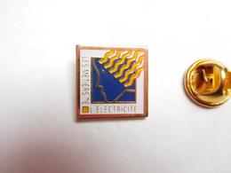 Beau Pin's , EDF , Les Métiers De L' Electricité - EDF GDF