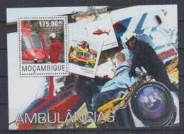 A90. Mozambique - MNH - 2014 - Transport - Cars - Ambulance - Bl - Transports