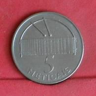 MOZAMBIQUE 5 METICAIS 2006 -    KM# 139 - (Nº27287) - Mozambique