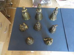 Tres Joli Lot De 8 CLOCHES,ou Clochettes De Table,complete Qui Sonnent,surement En BRONZE ?? - Bells