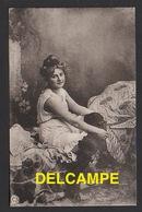 DF / FANTAISIES / JEUNE FEMME EN DESSOUS D' EPOQUE - Femmes