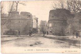 FR13 ARLES - BF 15 - Précurseur - Entrée De La Ville - Animée - Belle - Arles