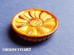 Fèves Fève Patisserie/viennoiserie( Inscrit Sous La Fève) Tarte Aux Pommes - Charms