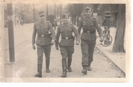 Foto, 3 Soldaten Mit Koppel, Pistole U. Taschenlampe - Guerre 1939-45