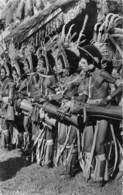 Océanie / 06 - Papouasie - Danseurs Battant Du Tambour - Cartes Postales
