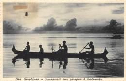 Océanie / 07 - Iles Carolines - Canaques Sur Pirogue - Cartes Postales