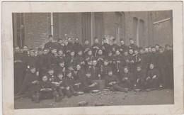 Carte Photo Réelle - Groupe De Militaires  - Corvée - 1913 - Army & War