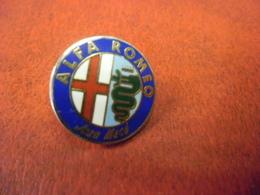 PIN'S AUTOMOBILE ALFA ROMEO Jean Macé - Logo  @ 18 Mm X 18 Mm - Alfa Romeo