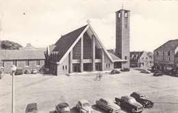 62. LE PORTEL. LA PLACE DE L'EGLISE ST PIERRE ST PAUL. ANNEE 1969 + TEXTE - Le Portel