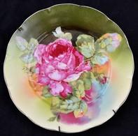 Victoria Porcelán Fali Tányér Matricás Mintával, Jelzett. Fém Akasztó Kerettel. Hibátlan. 25 Cm - Ceramics & Pottery