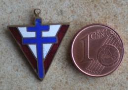 1 Insigne épinglette CROIX DE LORRAINE   V De La Victoire - Badges & Ribbons