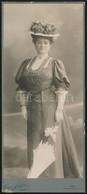 Cca 1900 Kalapos Hölgy Napernyővel, Keményhátú Fotó Schöfer Bécsi Műterméből, 22,5×9,5 Cm - Autres Collections