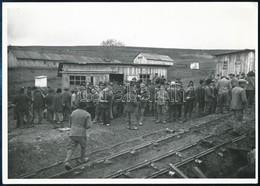 1942 A Szeretfalva-Déda-vasútvonal építésének Munkásai, Utólagosan Előhívott Fotó, Hátoldalon Feliratozva, 13×18 Cm / Wo - Autres Collections