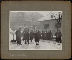 Még A Pénzért Is...., Sorbaállás, Kartonra Kasírozott Fotó, Feliratozva, 17×23 Cm - Autres Collections