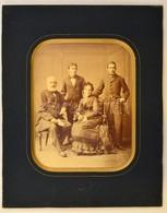 Cca 1875 Kozmata Ferencz Udvari Fényképész Műtermében Készült Családi Fotó, Hidegpecséttel Jelzett, 23,5x18 Cm, Paszpart - Autres Collections
