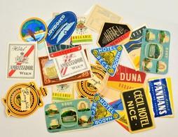26 Db Magyar és Külföldi Bőröndcímke Az 1960-as évekből - Publicités
