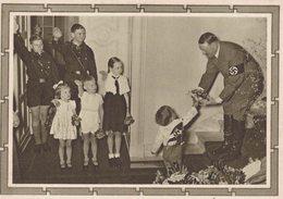 Nazisme - Hitler Avec De Jeunes Enfants - 2 Scans - Personnages