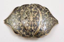 Ezüst (Ag.) övcsat Nielló Díszítéssel, Jelzés Nélkül, Bruttó: 32 G., 7×5 Cm - Jewels & Clocks
