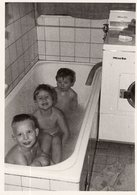 In Der Badewanne - Anonymous Persons