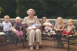 DP00605 - NETHERLANDS - DUTCH ROYALTY - QUEEN BEATRIX AND GRAND CHILDREN - CP ORIGINAL ROYAL PRESS 291 - Familles Royales