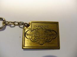 Année 60 1 Porte-clé Métal Doré Champagne VEUVE CLICQUOT PONSARDIN   REIMS - Maps