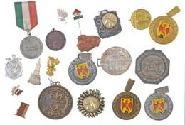 Vegyes Jelvény, és Sport Díjérem Tétel Kis Hímzett Dobozban T:vegyes - Coins & Banknotes