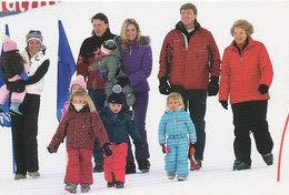 DP00625 - NETHERLANDS - DUTCH ROYALTY - QUEEN BEATRIX - ROYAL FAMILY WINTER HOLIDAYS CP ORIGINAL ROYAL PRESS 361 - Familles Royales