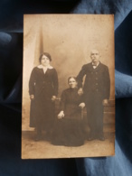 Carte Photo  Couple âgé Et Jeune Femme - L417 - Photographie