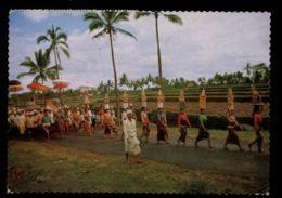 C468 INDONESIA - COSTUMES FOLKLORE ETHNICS PEOPLE SCENES - PROCESSION OF WOMEN - Indonesia