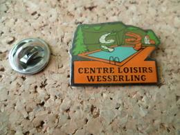 PIN'S    CENTRE DE LOISIRS DE WESSERLING   PISCINE - Badges