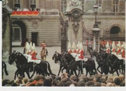 Postcard - Life Guards Riding Past H.M. The Queen  - Unused Very Good - Ansichtskarten