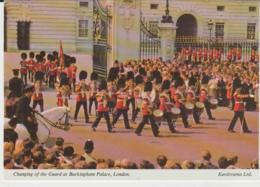Postcard - Changing The Guard At Buckingham Palace, London - Unused Very Good - Ansichtskarten