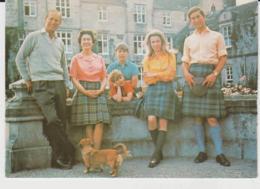 Postcard - Royalty -  The Royal Family At Balmoral Photo By Patrick Lichfield - Unused Very Good - Ansichtskarten
