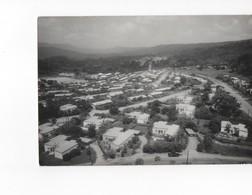 GHANA - AKOSOMBO - SUPERVISOR'S VILLAGE - CARTE PHOTO N/B - VOYAGEE EN 1964 - Ghana - Gold Coast