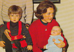 DP00662 - NETHERLANDS - DUTCH ROYALTY -  PRINCESS MARGRIET AND SONS - ROYAL FAMILY - CP ORIGINAL - Royal Families