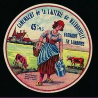 """étiquette Fromage Camembert De La Laiterie De Watronville Meuse 55 Fabriqué En Lorraine 45%mg """"femme, Bidon, Vaches"""" - Fromage"""