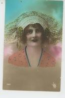FEMMES - FRAU - LADY - MODE - CHAPEAUX - Jolie Carte Fantaisie Portrait Femme Avec Bonnet De SAINTE CATHERINE - Women