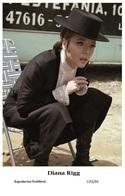DIANA RIGG - Film Star Pin Up PHOTO POSTCARD - C41-32 Swiftsure Postcard - Künstler