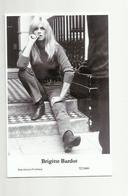 BRIGITTE BARDOT - Film Star Pin Up PHOTO POSTCARD - 72-1800 Swiftsure Postcard - Artistas