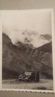 Ancienne Photo D'une Citroen ( Traction-avant) Au Milieu D'un Beau Paysage De Montagnes - Automobiles