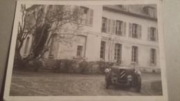 Rare Et Ancienne Photo D'une Voiture Ancienne Avec Une Femme Au Volant - Automobiles